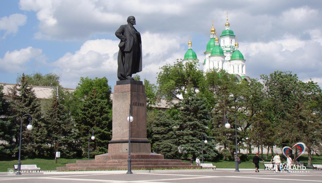 Памятники культуры с крестом Мемориальный одиночный комплекс из двух видов гранитов Прохладный